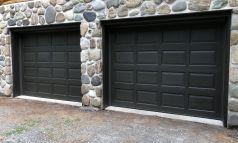 Peinture et teinture porte de garage en cèdre