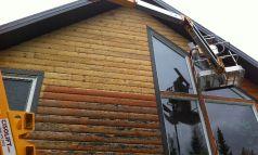 Clé en main sur maison de cèdre, décapage et restauration du revêtement
